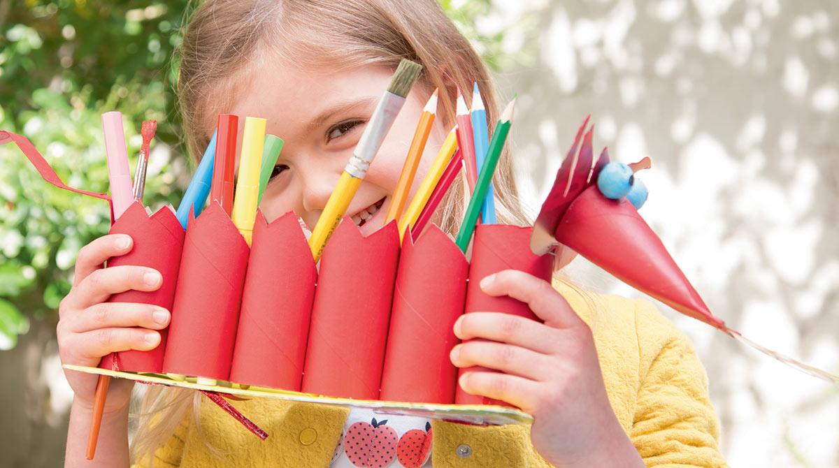 "Bricolage rigolo : ""Le dragon-crayons"", Les Belles Histoires n°573, septembre 2020. Bricolage : Anne Chiumino. Photo : Isabelle Franciosa."